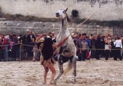 La préhistoire - Spectacle équestre Aventure au galop